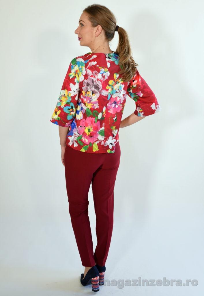 Costum 2 Piese Cu Bluzita Imprimeu Floral Si Pantaloni Skinny 1