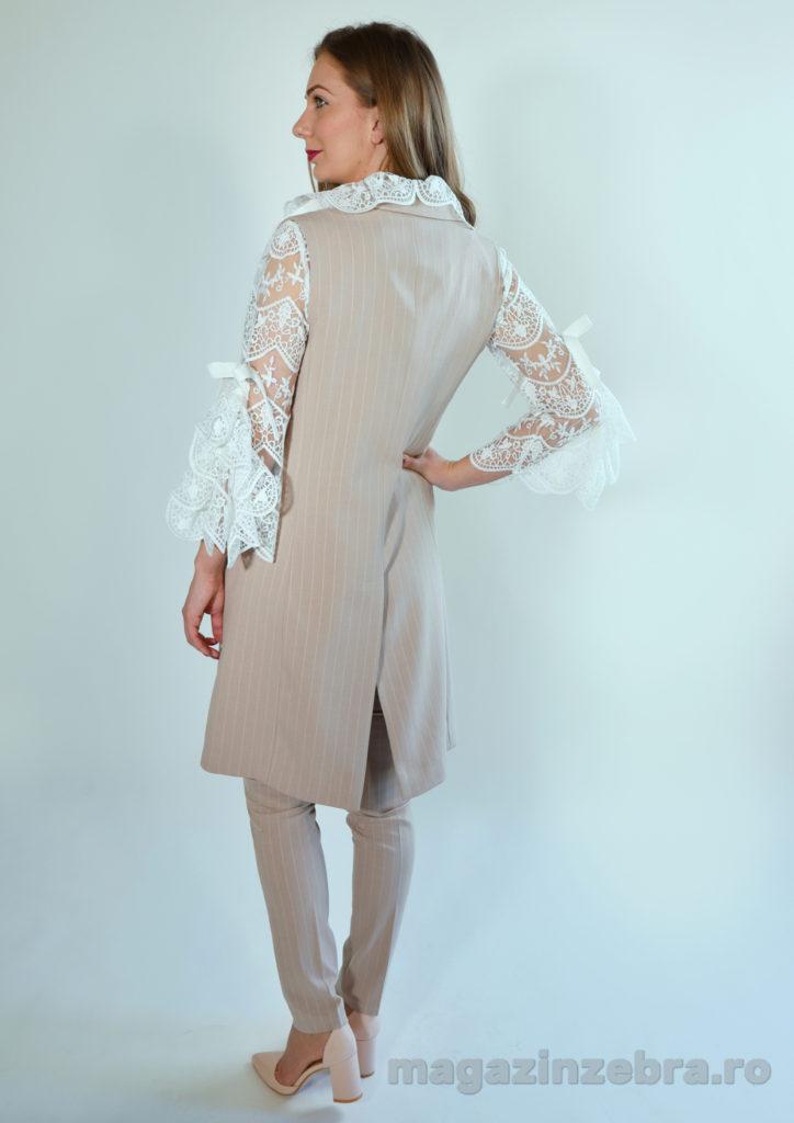Costum Roz Din Bumbac Elastic Cu Vesta Lunga Si Pantalon Skinny 1