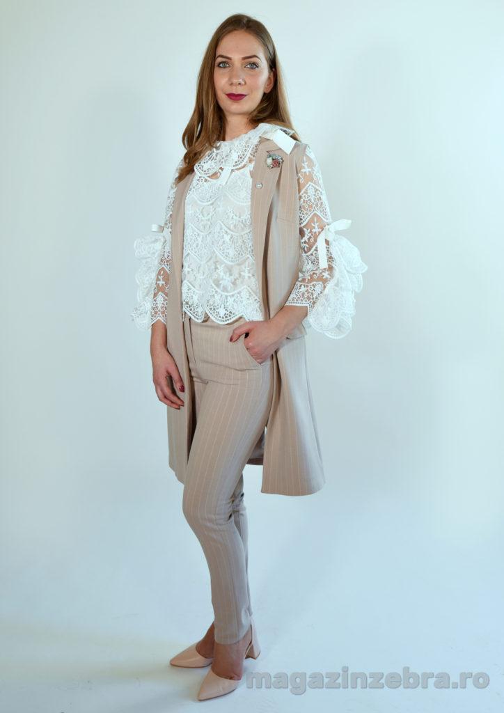 Costum Roz Din Bumbac Elastic Cu Vesta Lunga Si Pantalon Skinny