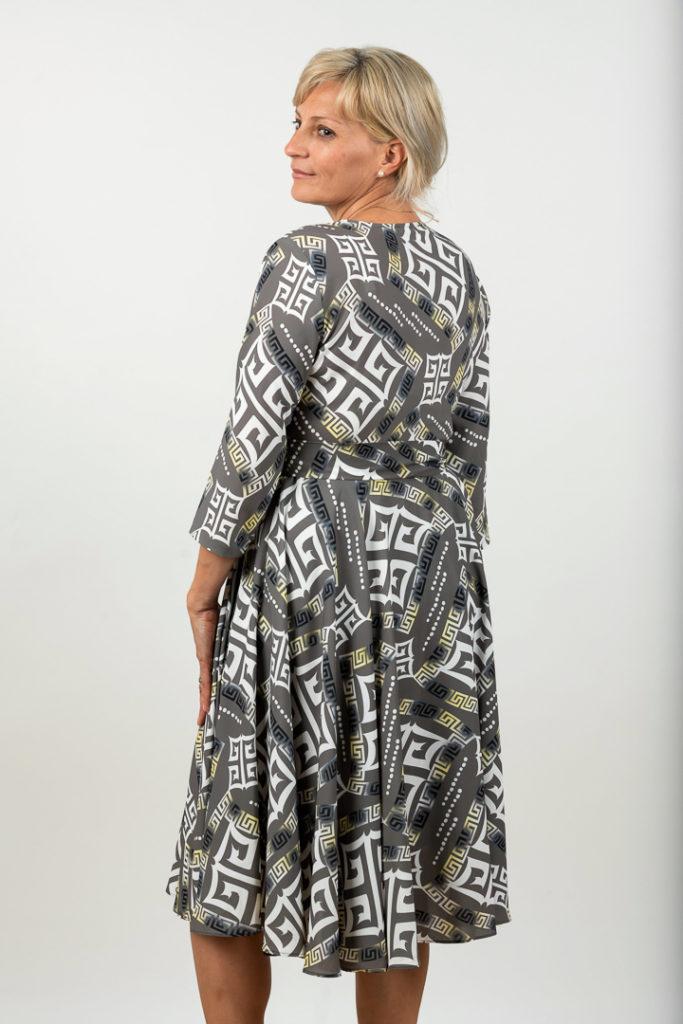 Rochie Plussize In Clos Cu Imprimeu Abstract Spate