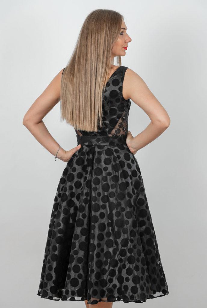 Rochie Eleganta Neagra In Clos Spate
